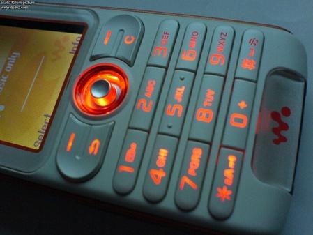 板上钉钉 索爱W200i真身确定酷似W800c