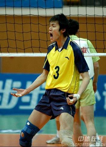 图文:第17轮八一2比3上海 汤淼庆祝得分
