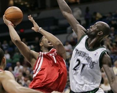 NBA图:火箭负森林狼 加内特封盖麦迪