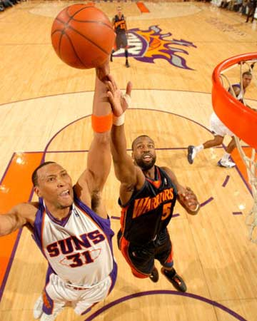 NBA图:常规赛太阳胜勇士 骇客力压戴维斯