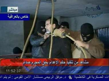 """伊拉克最高法庭在巴格达对萨达姆""""缺席""""审判"""