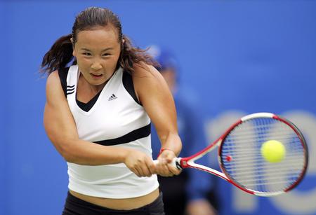 图文:悉尼国际网球赛 彭帅首轮状态不佳遭淘汰