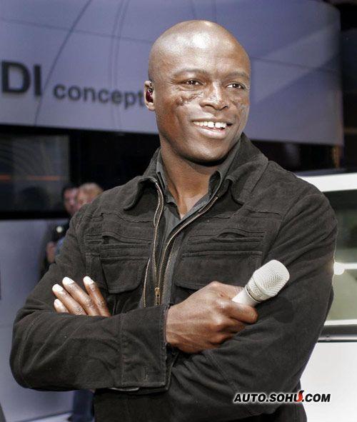 歌星Seal出席车展现场 为车展献唱