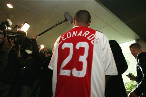 图文:阿贾克斯签下新人 雷纳尔多得到23号球衣