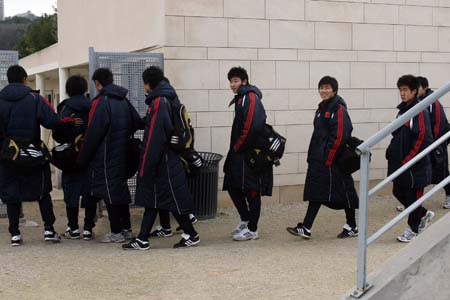 图文:国奥法国积极备战 队员进场训练