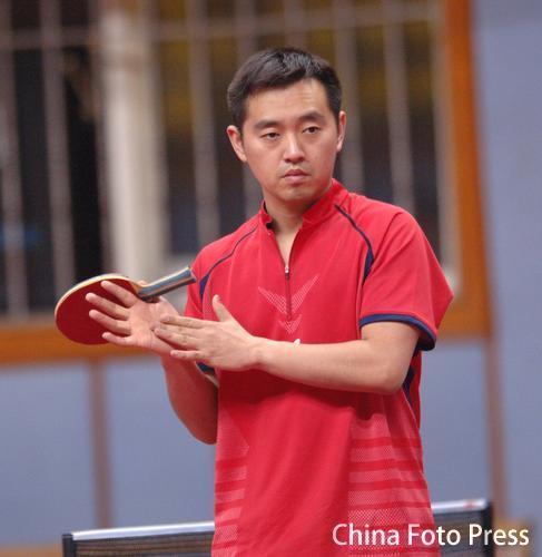 图文:中国女乒易地冬训 孔令辉在训练中