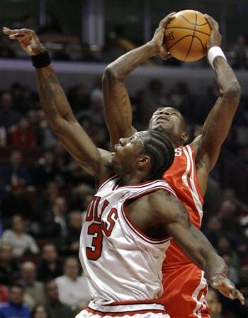 NBA图:火箭大战公牛 穆大叔对抗华莱士