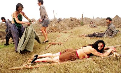 《英雄之城》昨拍摄大场面 300群众演员扮尸体