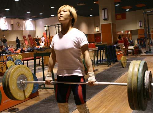 杨炼期待冲奥运首金 想多了没用训练成绩最重要