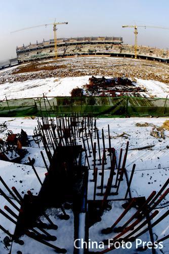 图文:沈阳奥运备用场馆 体育场正拔地而起