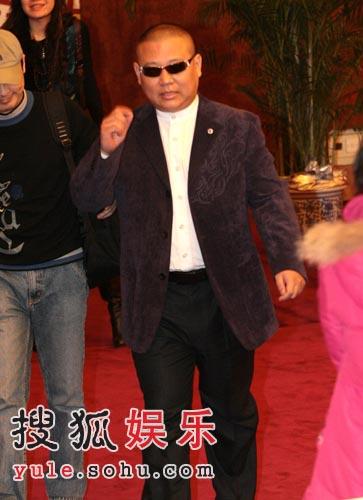 《落叶归根》首映 李亚鹏赵薇便装给本山捧场