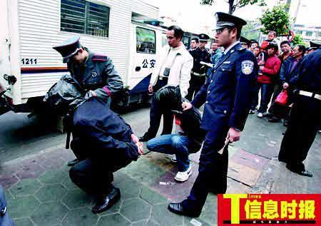 广州数十人持械争夺市场旺铺 警方封锁街道抓捕