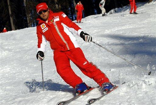 图文:法拉利新年崭新亮相 马萨潇洒滑雪