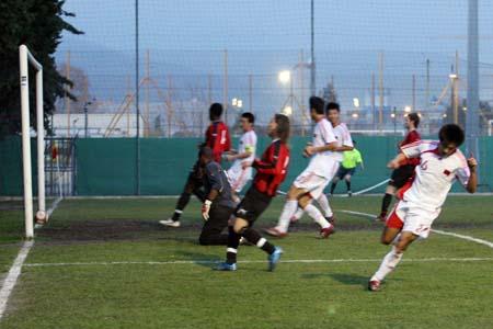 图文:国奥2-1法甲尼斯队 王晓龙得分瞬间