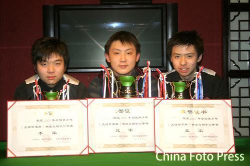 图文:青少年斯诺克锦标赛 季军选手酷似丁俊晖