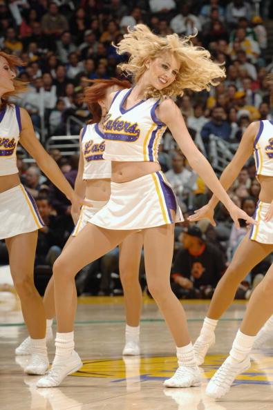 NBA图:湖人美女啦啦队欣赏 劲爆亮相