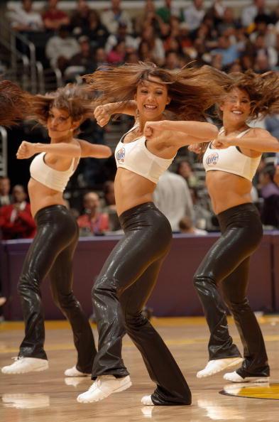NBA图:湖人美女啦啦队欣赏 劲爆热舞