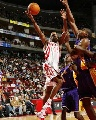 NBA图:常规赛火箭VS湖人 阿尔斯通不惧封盖