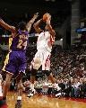NBA图:常规赛火箭胜湖人 麦迪对决科比