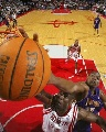 NBA图:常规赛火箭胜湖人 穆大叔狂摘篮板