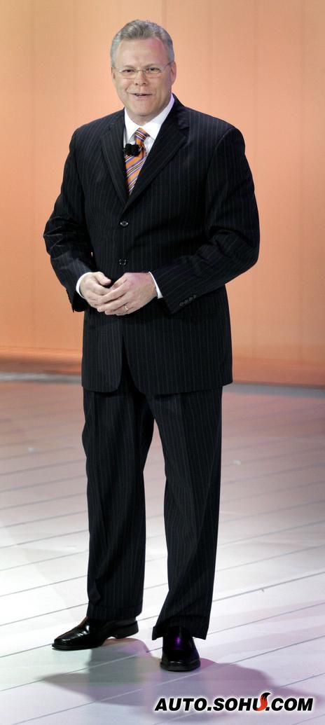 克莱斯勒总裁汤姆·莱索达出席北美车展