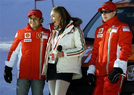 图文:雷克南在意大利滑雪 两车手和F1掌门人之女