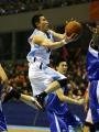 CBA图:北京负于江苏 张云松在比赛中上篮
