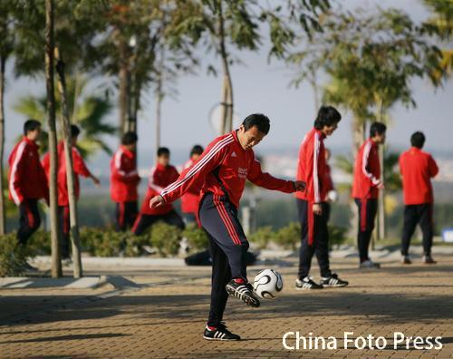 图文:中国队备战维尔瓦 徐云龙练习脚法