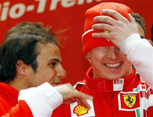 图文:法拉利赛车展览活动 马萨雷克南笑谈风声