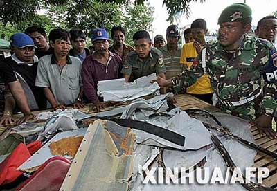 印尼失踪客机搜寻获进展 又找到客机部分残骸