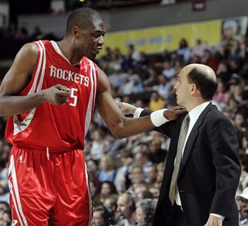 NBA图:火箭VS掘金 穆大叔与范帅交流