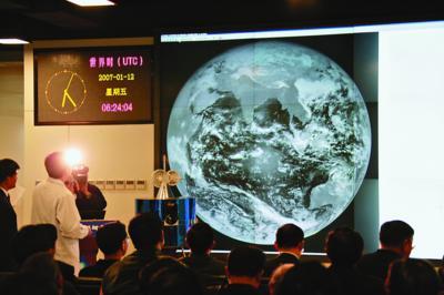 风云二号D气象卫星传回第一套图像
