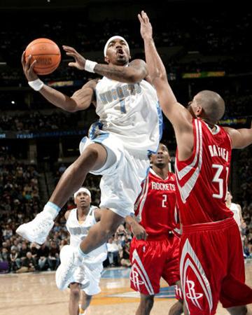 NBA图:常规赛火箭胜掘金 J.R史密斯突破上篮