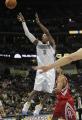 NBA图:火箭战胜掘金 艾弗森比赛中投篮