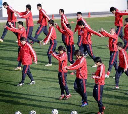 图文:国足备战比勒费尔德 训练中的国家队