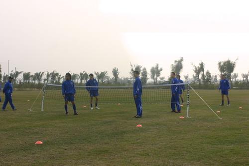 体测临近春训各队减量 上海申花网式足球做调剂