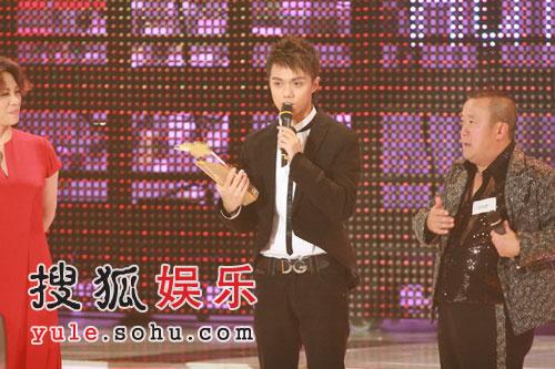 图:最受欢迎歌曲奖金奖--张敬轩