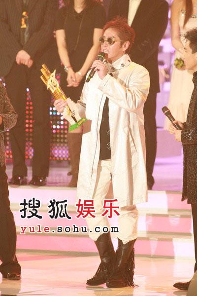 获奖:25周年荣誉金曲奖谭咏麟《爱情陷阱》