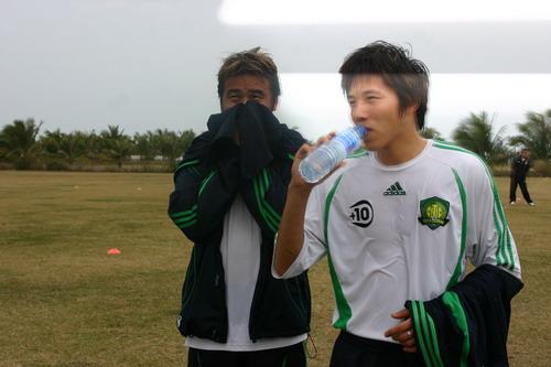 图文:中超球员春训体测  杨璞在体测中
