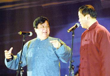 图:传统相声晚会主要演员—李金斗、李建华