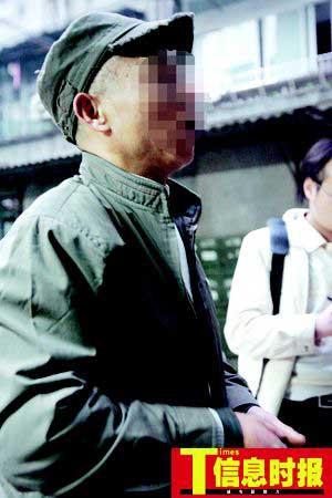 广州老人被抢劫5万元 市民见义勇为扑劫匪(图)