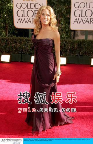 快讯:歌手雪莉-克罗亮相红毯 低胸装惊艳