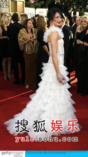 服装点评:卡梅隆-迪亚兹白色叠搭礼裙如皇后