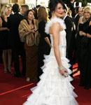 卡梅隆-迪亚兹白色叠搭礼裙如皇后