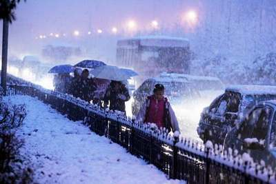 湖北武汉遭遇大雪 气象台发布雪灾橙色预警信号