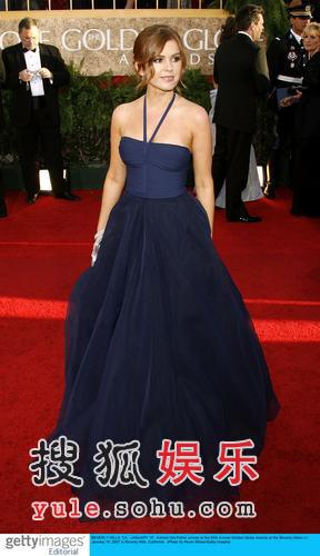图:伊拉-菲舍尔蓝裙飘逸动人