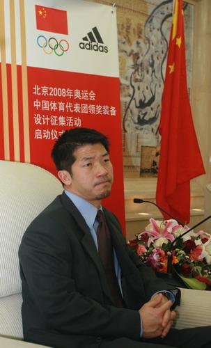 图文:代表团领奖服征集仪式 毕宝元接受采访