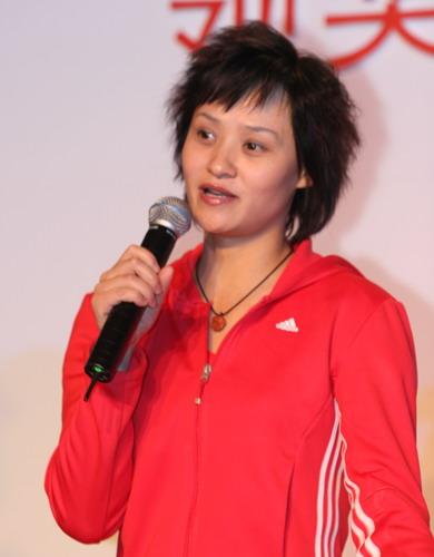 图文:代表团领奖服征集仪式 跳水女皇高敏出席