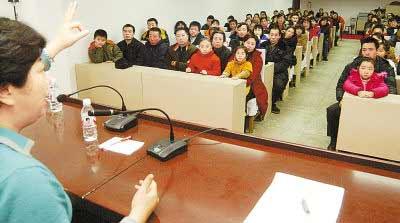 哈尔滨农民工子女按照家长需求开家长学校(图)