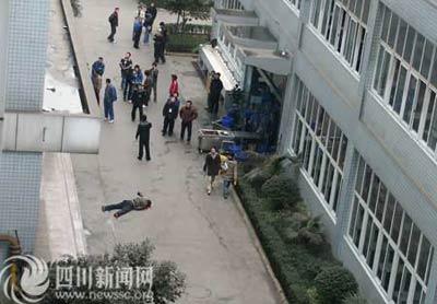 成都大学生英语四级未过跳楼自杀 到底是谁的错